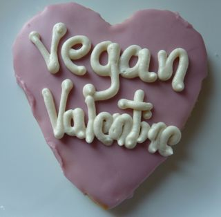 vegan-heart-shaped-cookie